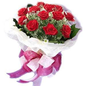 Malatya çiçekçiler  11 adet kırmızı güllerden buket modeli