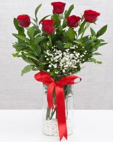 cam vazo içerisinde 5 adet kırmızı gül  Malatya çiçek mağazası , çiçekçi adresleri