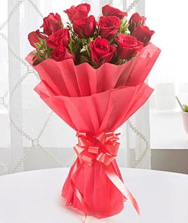12 adet kırmızı gülden modern buket  Malatya çiçekçi mağazası
