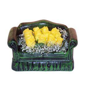 Seramik koltuk 12 sari gül   Malatya çiçek siparişi vermek