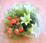 Malatya çiçekçi mağazası  lilyum ve 7 adet gül buket