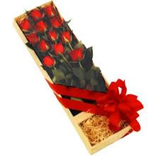 kutuda 12 adet kirmizi gül   Malatya çiçekçi mağazası
