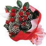 Malatya uluslararası çiçek gönderme  KIRMIZI AMBALAJ BUKETINDE 12 ADET GÜL