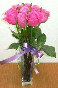 cam vazo içerisinde 11 adet gül  Malatya uluslararası çiçek gönderme