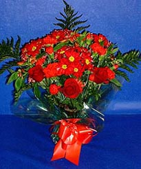 Malatya online çiçek gönderme sipariş  3 adet kirmizi gül ve kir çiçekleri buketi