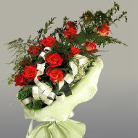 Malatya çiçek siparişi vermek  11 adet kirmizi gül buketi sade haldedir