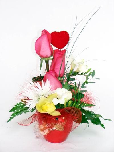 Malatya çiçek siparişi vermek  cam içerisinde 3 adet gül ve kir çiçekleri