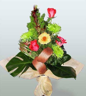 Malatya çiçek siparişi vermek  3 adet gül 4 adet gerbera çiçegi sade buket