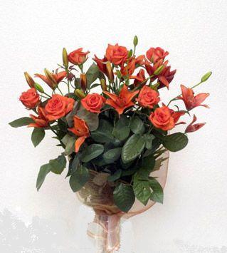 9 adet gül ve 3 adet lilyum çiçegi buketi   Malatya çiçek servisi , çiçekçi adresleri