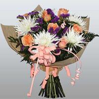 güller ve kir çiçekleri demeti   Malatya 14 şubat sevgililer günü çiçek