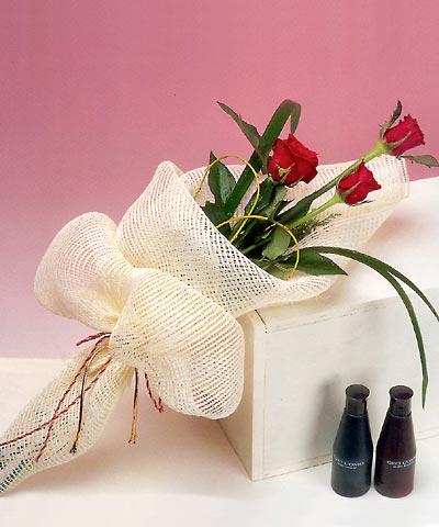 3 adet kalite gül sade ve sik halde bir tanzim  Malatya anneler günü çiçek yolla