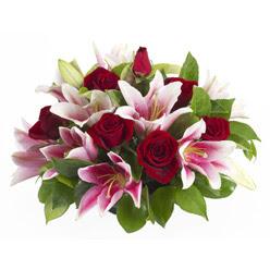 güller ve kazablnaklardan aranjman  Malatya yurtiçi ve yurtdışı çiçek siparişi