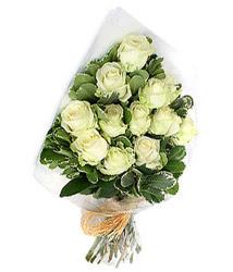 Malatya çiçek satışı  12 li beyaz gül buketi.