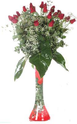 Malatya kaliteli taze ve ucuz çiçekler  19 ADET GÜL VE FIL CAM AYAGI