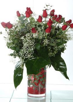 Malatya çiçek gönderme  11 adet kirmizi gül ve cam yada mika vazo tanzim