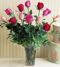 Malatya çiçek gönderme sitemiz güvenlidir  12 adet karisik renkte gül cam yada mika vazoda