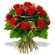 9 adet kirmizi gül ve kir çiçekleri  Malatya uluslararası çiçek gönderme