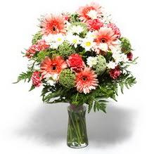 Malatya 14 şubat sevgililer günü çiçek  cam yada mika vazo içerisinde karisik demet çiçegi