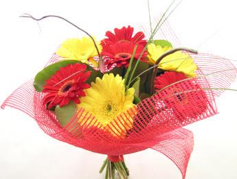 9 adet gerbera çiçeklerinden buket  Malatya çiçekçiler