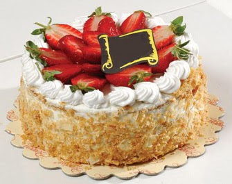 uygun pastaneler 4 ile 6 kisilik çilekli yas pasta lezzetli  Malatya hediye sevgilime hediye çiçek