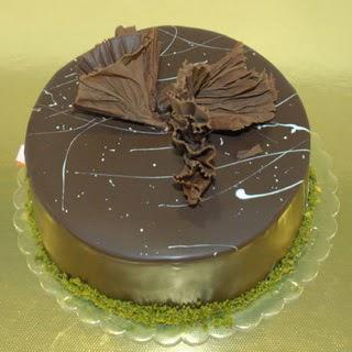 pastaci ustamizdan 4 ile 6 kisilik fistikli çikolatali yaspasta  Malatya İnternetten çiçek siparişi