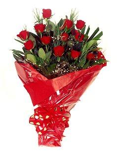 12 adet kirmizi gül buketi  Malatya 14 şubat sevgililer günü çiçek