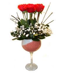 Malatya 14 şubat sevgililer günü çiçek  cam kadeh içinde 7 adet kirmizi gül çiçek