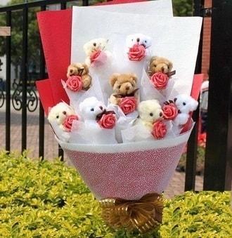 Malatya hediye sevgilime hediye çiçek  9 adet ayicik ve 9 adet yapay gül