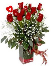 Malatya hediye sevgilime hediye çiçek  9 adet mika yada cam vazoda gül tanzimi kalp çubuk