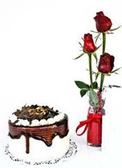 Malatya hediye sevgilime hediye çiçek  vazoda 3 adet kirmizi gül ve yaspasta