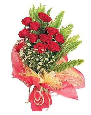 Malatya ucuz çiçek gönder  11 adet kırmızı güllerden buket modeli