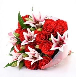 Malatya hediye sevgilime hediye çiçek  3 dal kazablanka ve 11 adet kırmızı gül