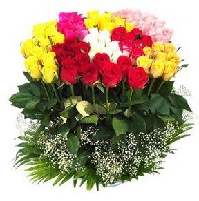 Malatya çiçek gönderme sitemiz güvenlidir  51 adet renkli güllerden aranjman tanzimi