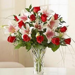 Malatya çiçek gönderme sitemiz güvenlidir  12 adet kırmızı gül 1 dal kazablanka çiçeği