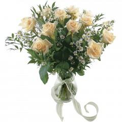 Vazoda 8 adet beyaz gül  Malatya güvenli kaliteli hızlı çiçek