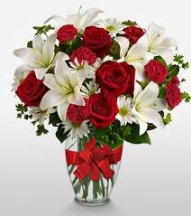 Eşsiz vazo tanzimi güller kazablankalar  Malatya çiçek online çiçek siparişi