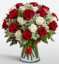 Vazoda 12 kırmızı 12 beyaz gül tanzimi  Malatya kaliteli taze ve ucuz çiçekler