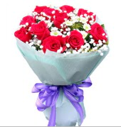 12 adet kırmızı gül ve beyaz kır çiçekleri  Malatya cicek , cicekci