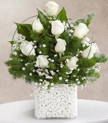 9 beyaz gül vazosu  Malatya çiçekçiler