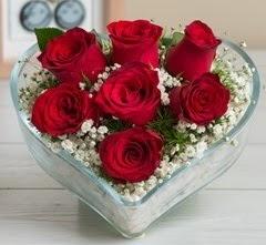Kalp içerisinde 7 adet kırmızı gül  Malatya hediye çiçek yolla