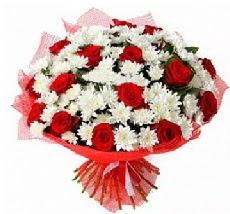 11 adet kırmızı gül ve 1 demet krizantem  Malatya çiçek gönderme sitemiz güvenlidir