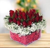 15 kırmızı gülden kalp mika çiçeği  Malatya çiçekçiler