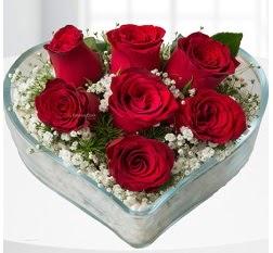 Kalp içerisinde 7 adet kırmızı gül  Malatya İnternetten çiçek siparişi