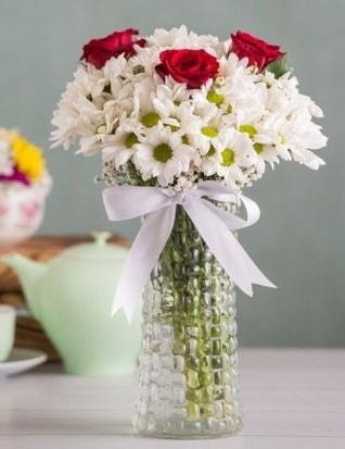 Papatya Ve Güllerin Uyumu camda  Malatya hediye çiçek yolla