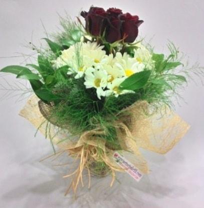 5 adet kırmızı gül ve kırızantem buketi  Malatya çiçek servisi , çiçekçi adresleri